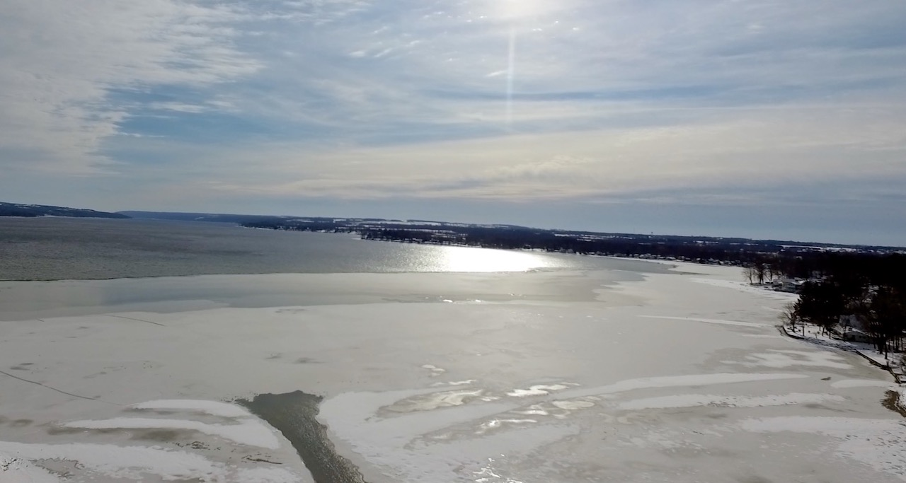 Snowy, icy day on Owasco (photo)